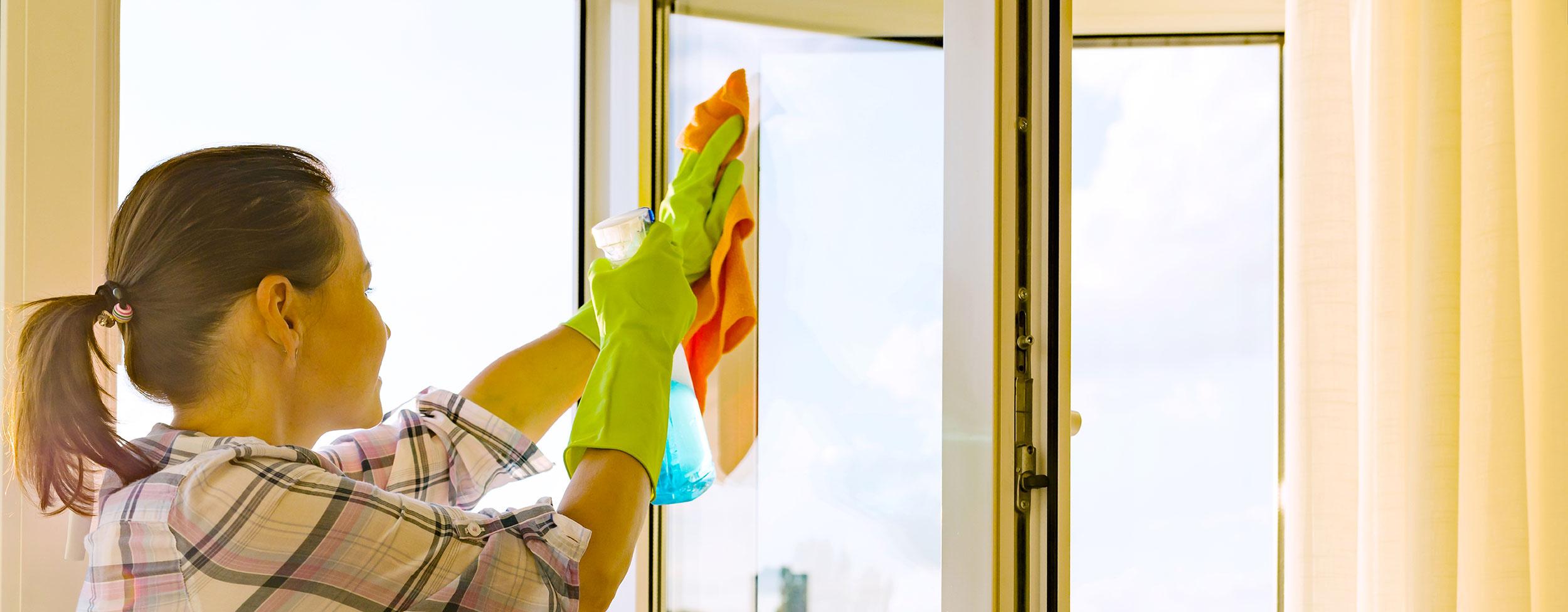 Úklidové služby<br /><span>a čistící služby</span>